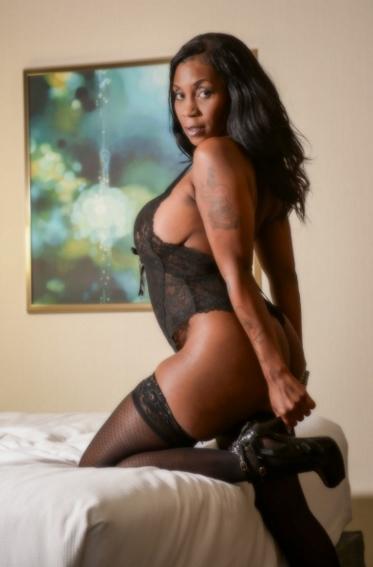 Ebony Escort Naomi 4